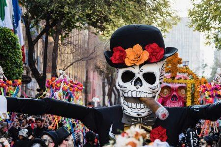 Calevera gigante en el desfile del Día de Muertos en CDMX