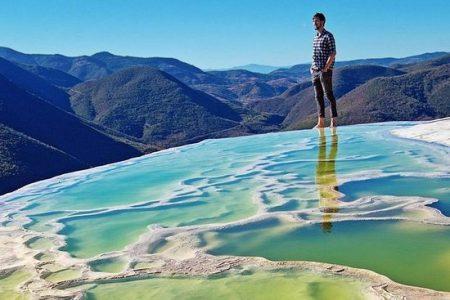 Persona en Hierve el Agua