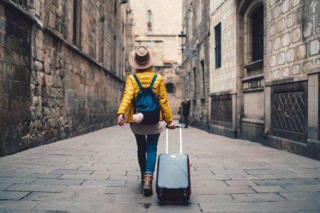Chica viajando sola