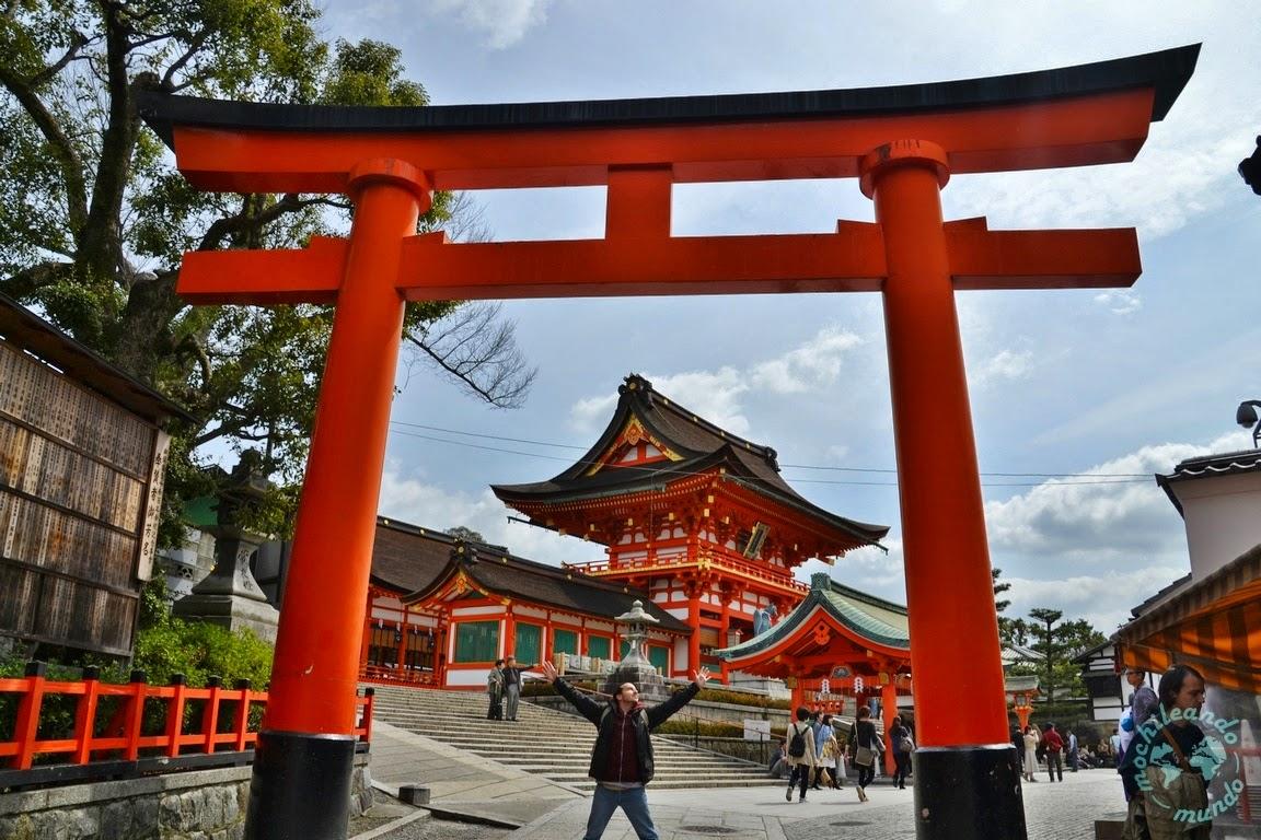 Persona en monumento de Japón